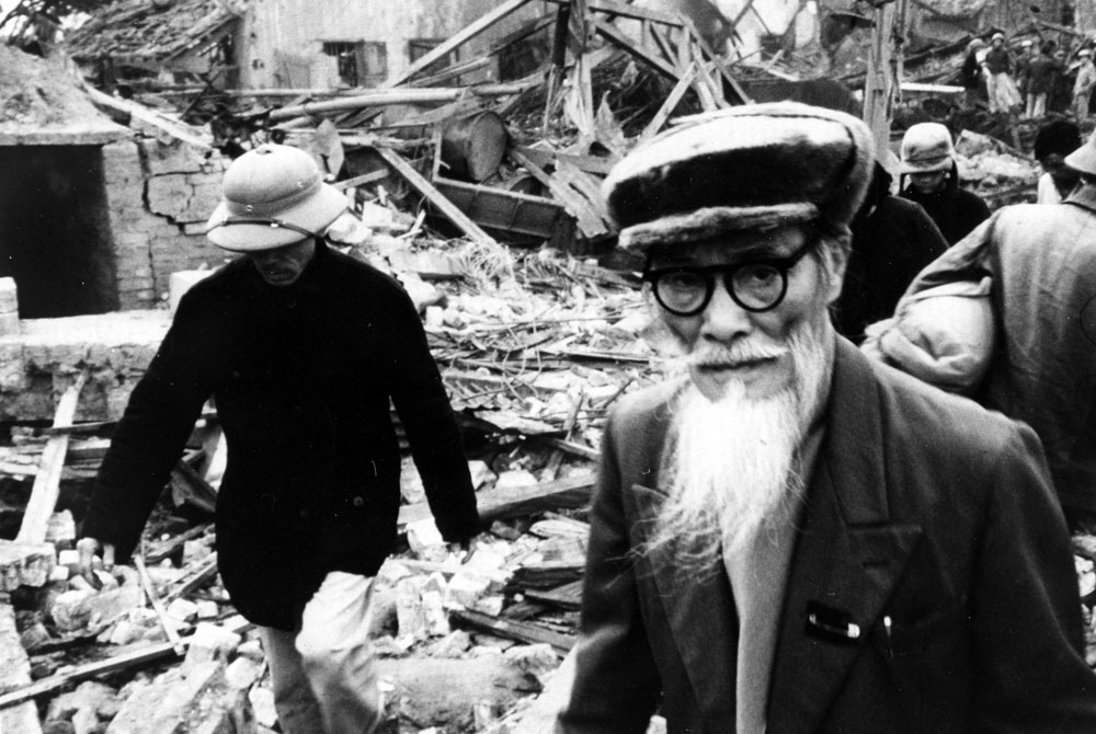 survivors of the bombings look for their relatives hanoi 1972 - Christmas Bombings